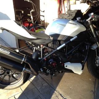2011 Ducati Streetfighter - White