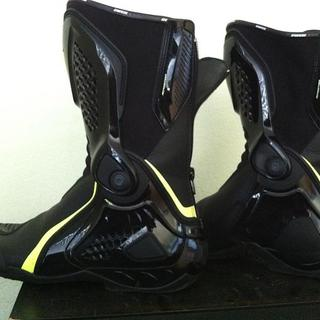 FS: Dainese TRQ RS Out boots EU42 Blank-Fluoro