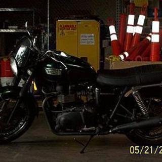 2004 Triumph Bonneville Black w/Green Metals