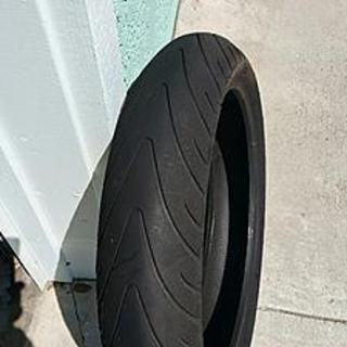FREE - 120/70 x 17 front Michelin Pilot Road